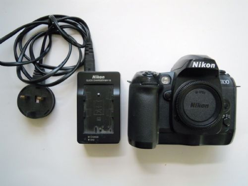 Nikon D D100 6.1 MP Digital SLR Camera - Black WITH Charger and Battery